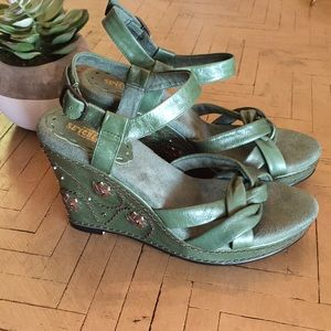 NWOB Seychelles Green Gold Leather Wedge Size 7